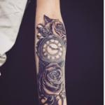 懐中時計と薔薇(バラ)のタトゥー