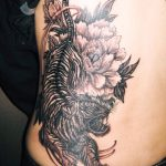虎と牡丹の刺青